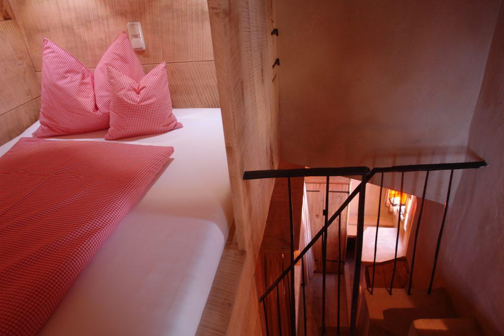 HERZOGPALAIS Himmelbett auf Galerie im Kinderzimmer