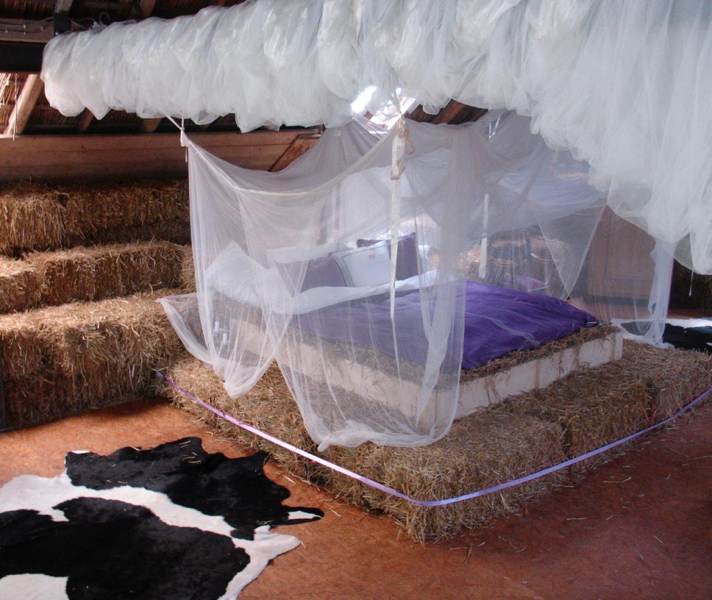 schlafen im stroh im strohhotel
