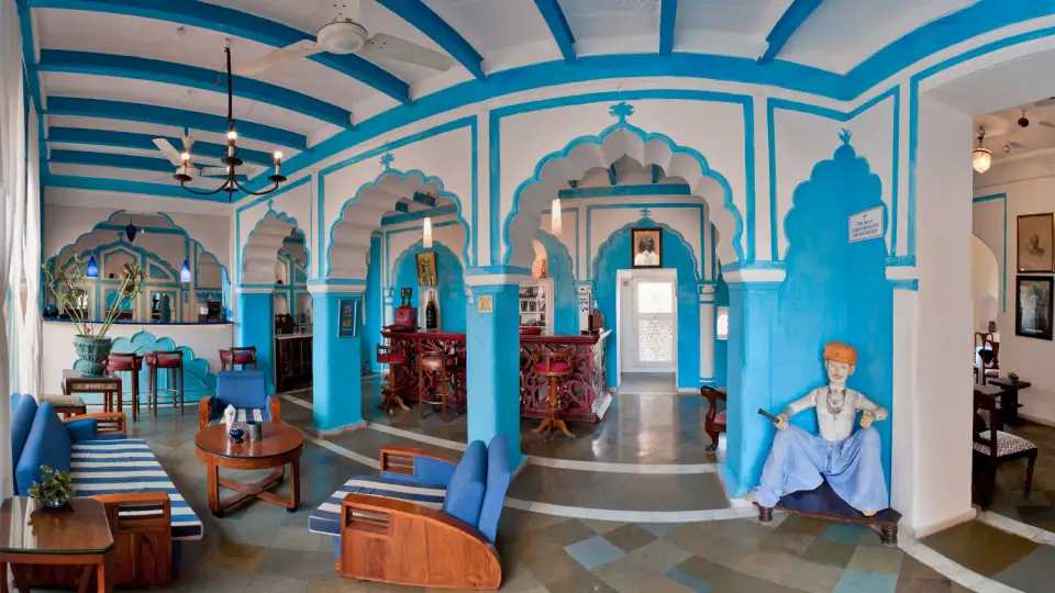 Raj_Mahal_Bar,_Neemrana_Fort_Palace,_restaurants_in_Rajasthan_