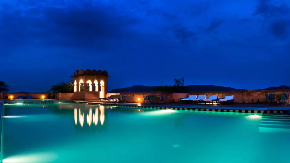Alwar_Resort_in_Rajasthan_Pool_with_small_bar