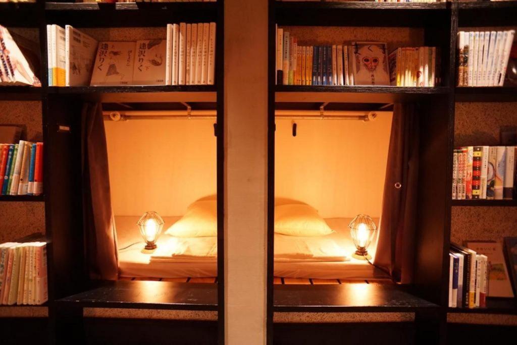 Bett und Buch